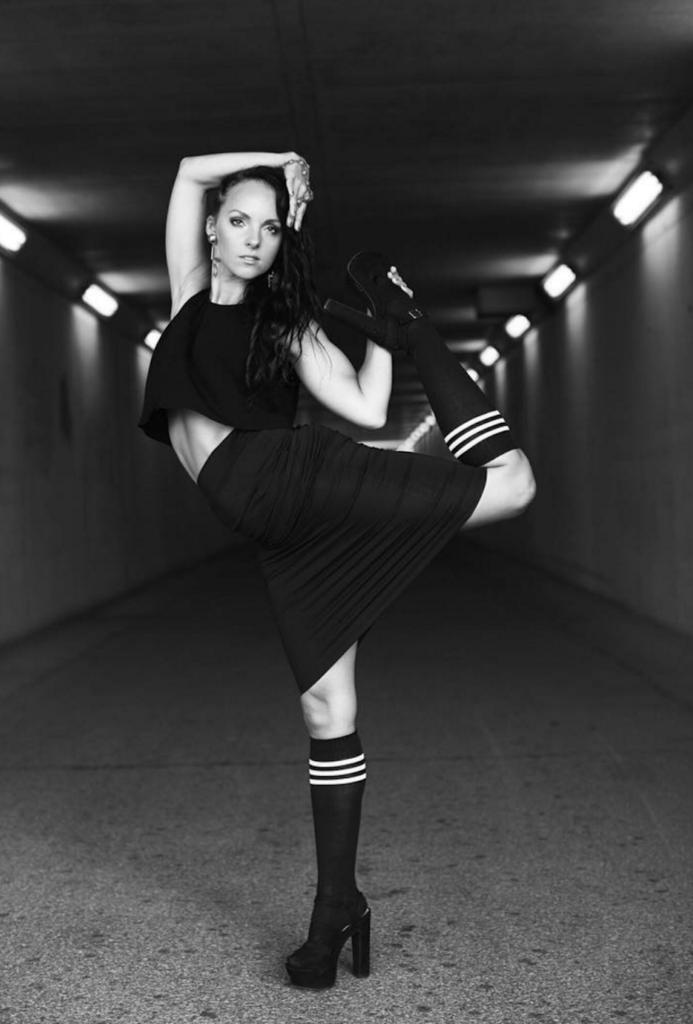 yahna dancer black tuub